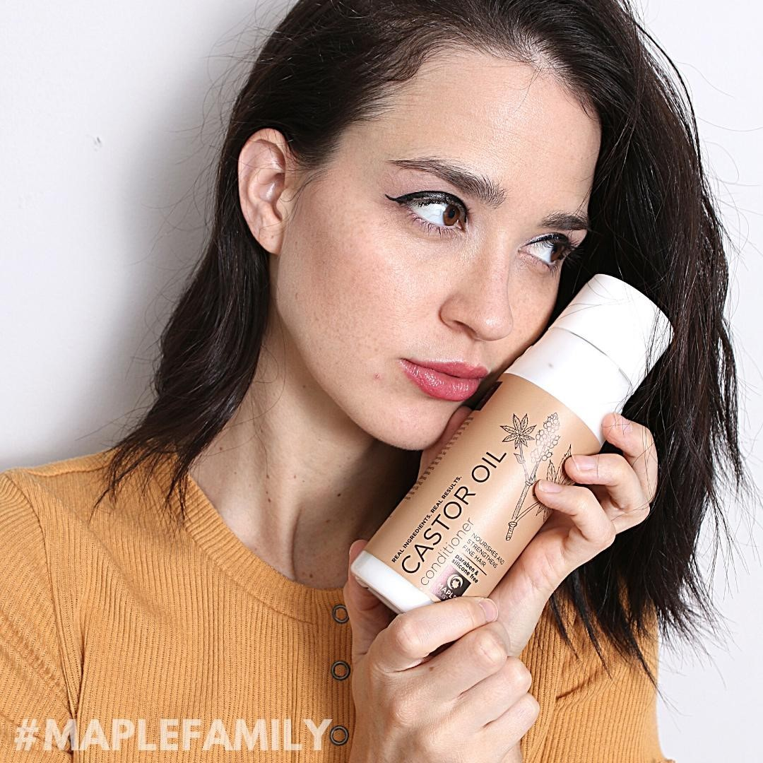 If you love something, hold it close and don't let go 😉 We love this #MapleFamily 📸 with our Castor Oil Conditioner🥰 Want to be featured? Tag us in an oh-so-beautiful photo of you and your favorite Maple product with the #MapleFamily tag for the chance to win an EXCLUSIVE prize package!! ✨✨✨ * * * #castoroil #jamaicanblackcastoroil #blackcastoroil #allnatural #hairgrowthoil #hairgrowthoils #chemicalfree #longhairdontcare #haircare #curlyhair #perfectcurls #mapleholistics #MapleFamily #FounItOnAmazon